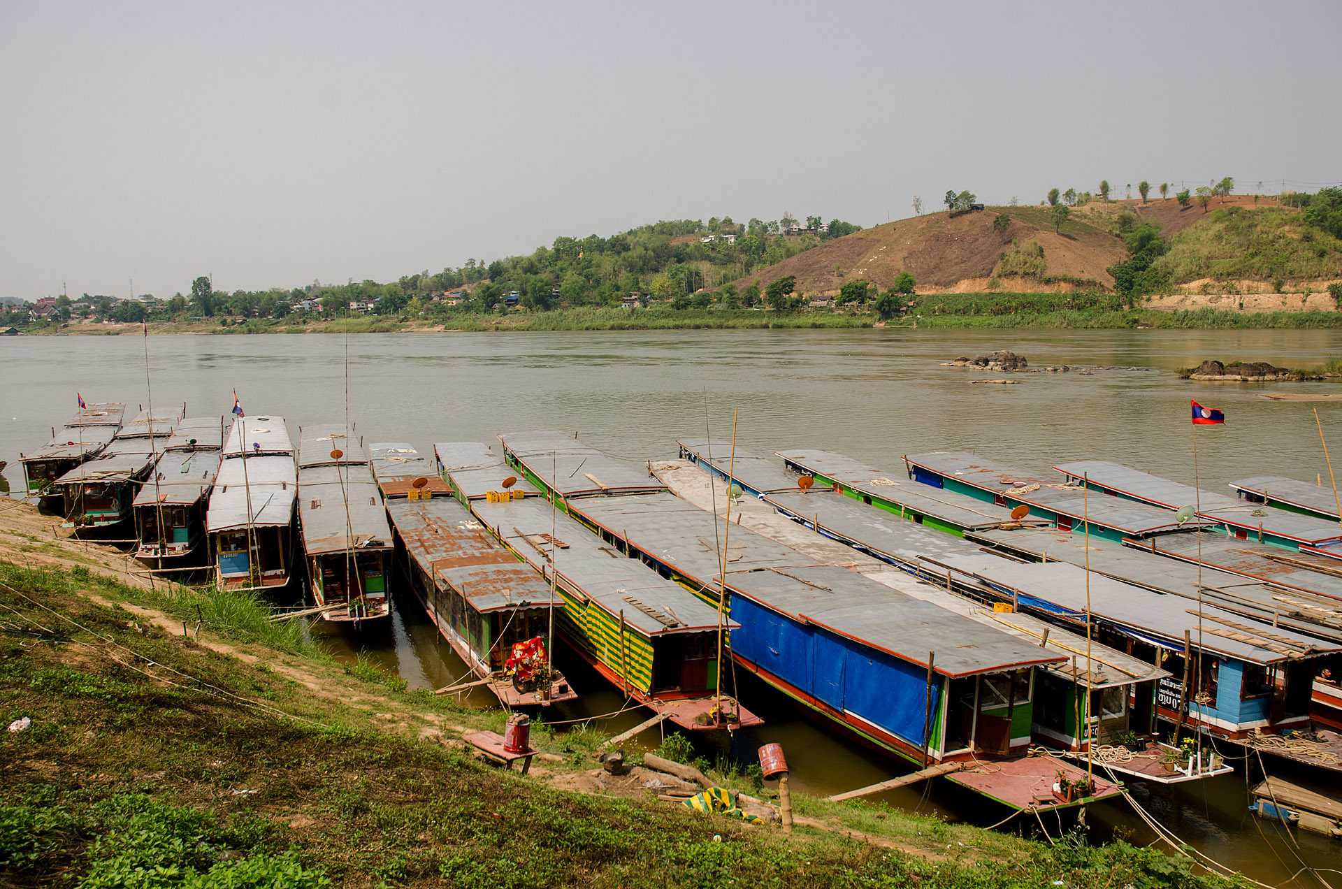 Slow boats at Houay Xai