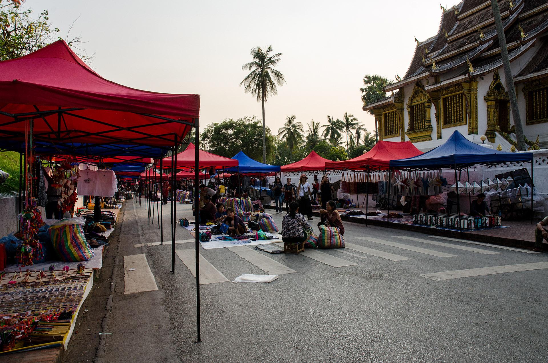 Night Market (Sisavangvong Road)