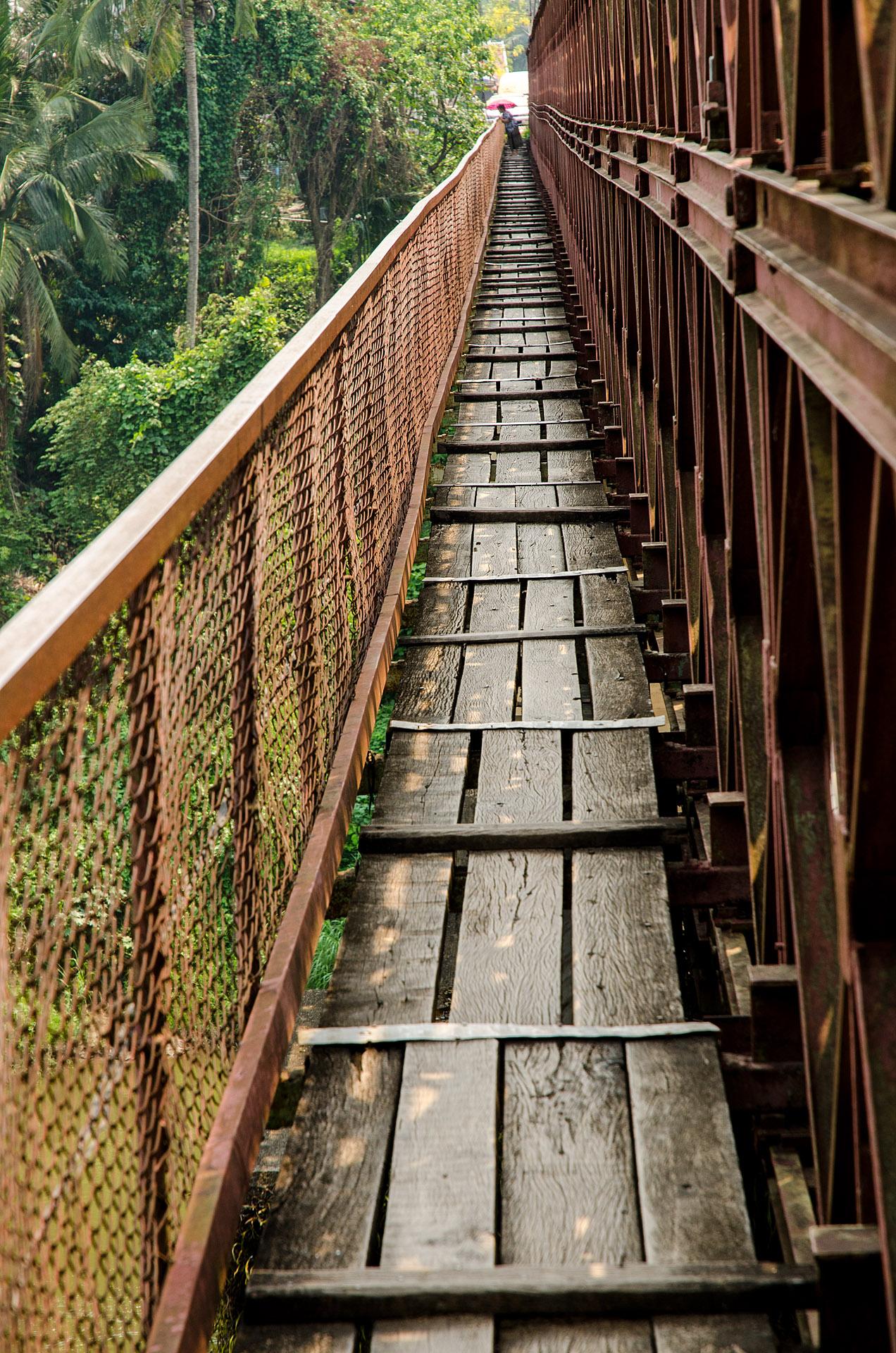 Old Bridge pedestrian walkway
