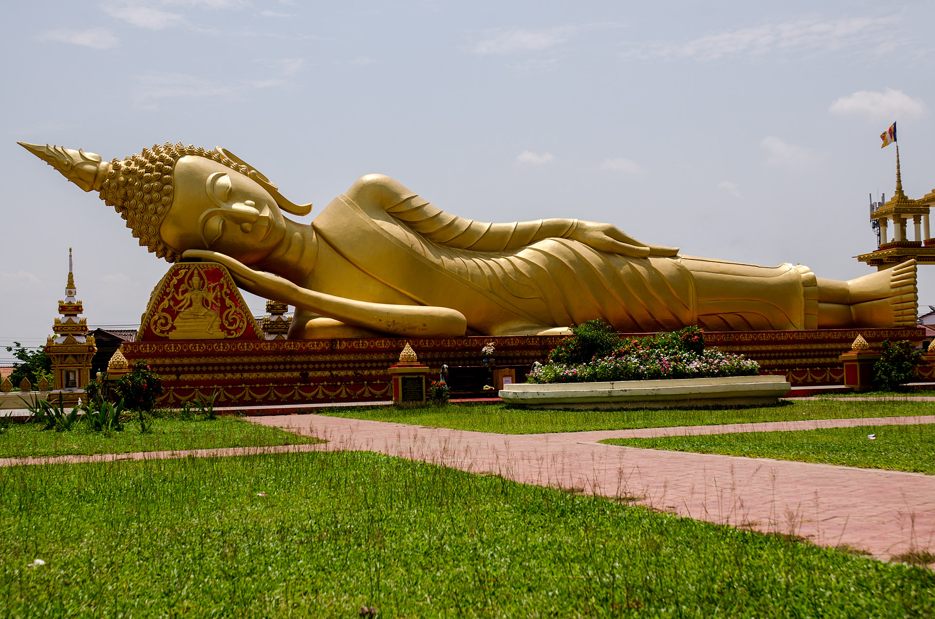 Reclining Buddha at Pha That Luang