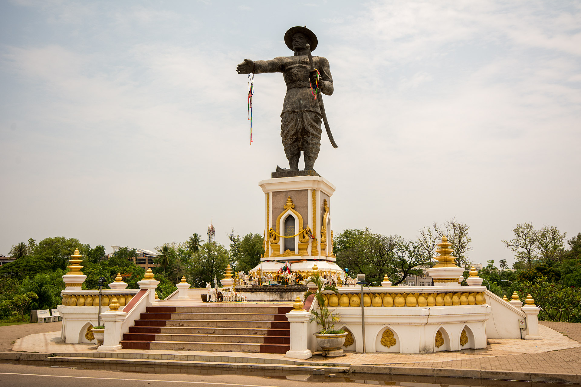 King Anouvong statue (Chao Anouvong Park)