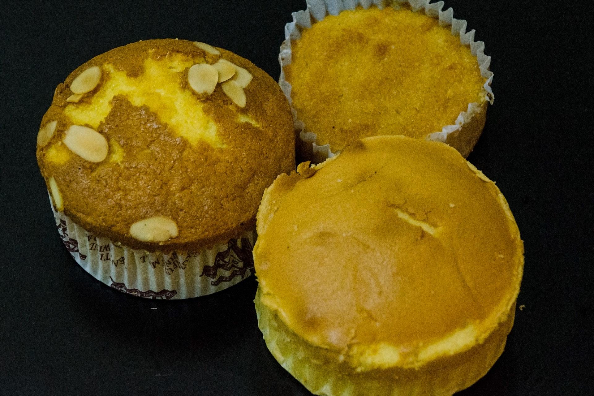 Durian cake, cassava cake (Lien Hoa Bakery)