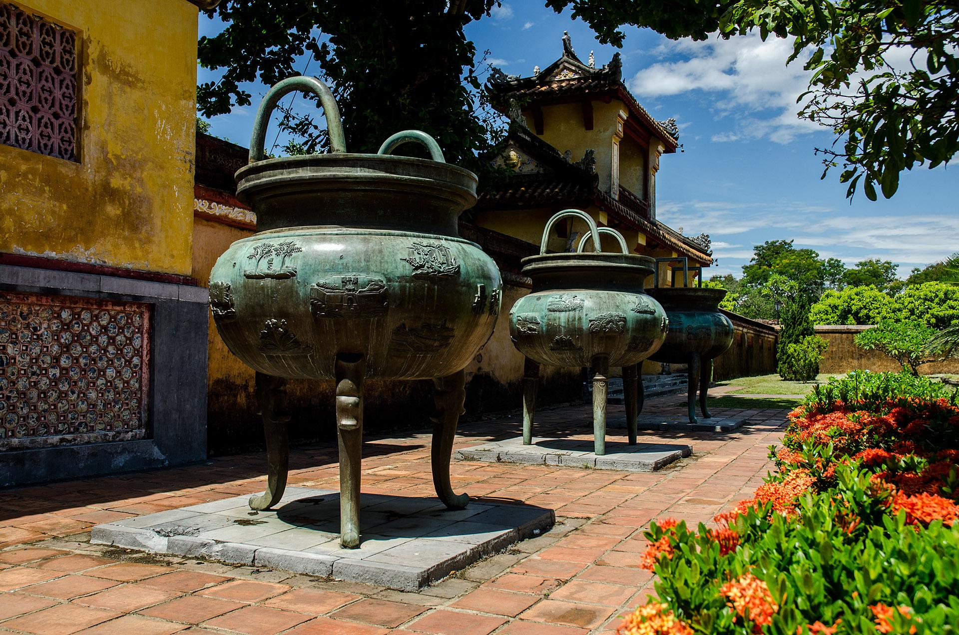 Dynastic urns