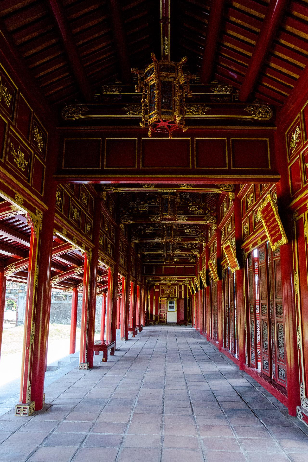 Truong Lang (Long Corridor)