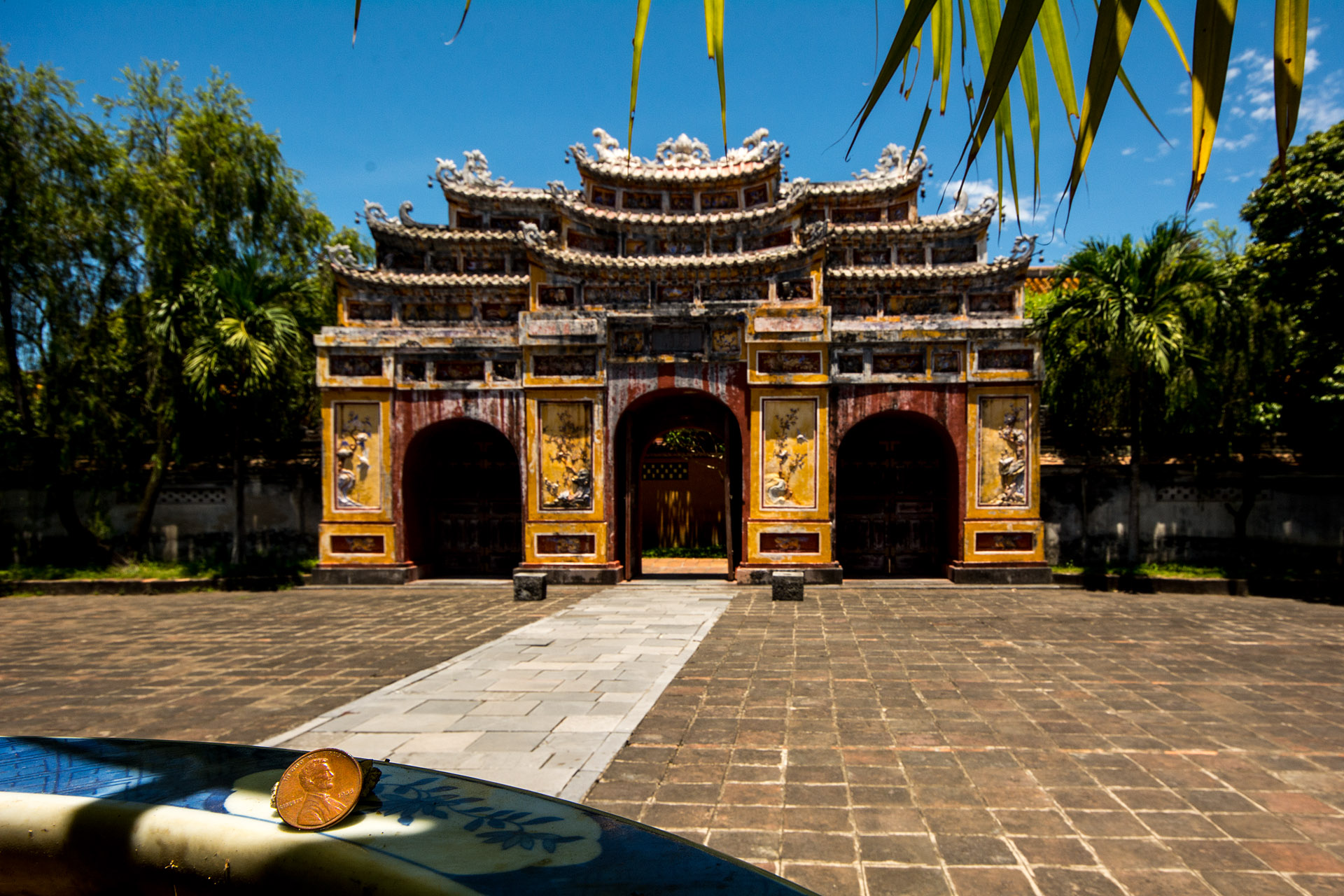Hue (Hung Mieu Temple gate)