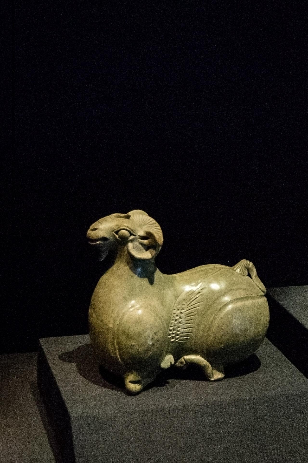 Celadon ceramics (220 - 589 AD)