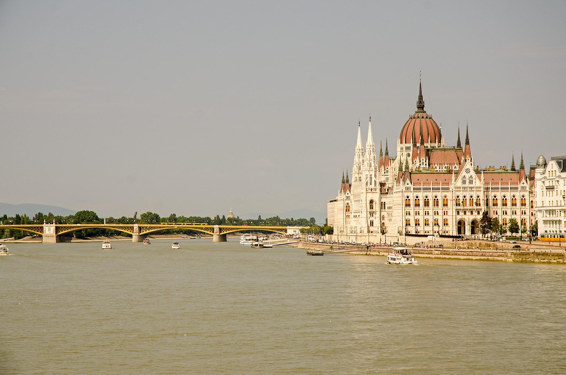 Parliament & Margaret Bridge
