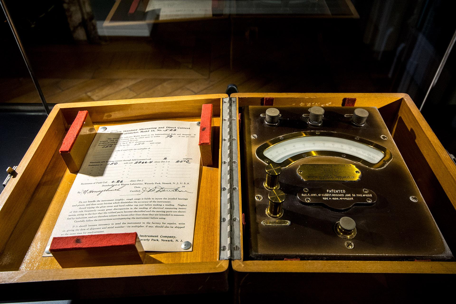 Portable watt meter