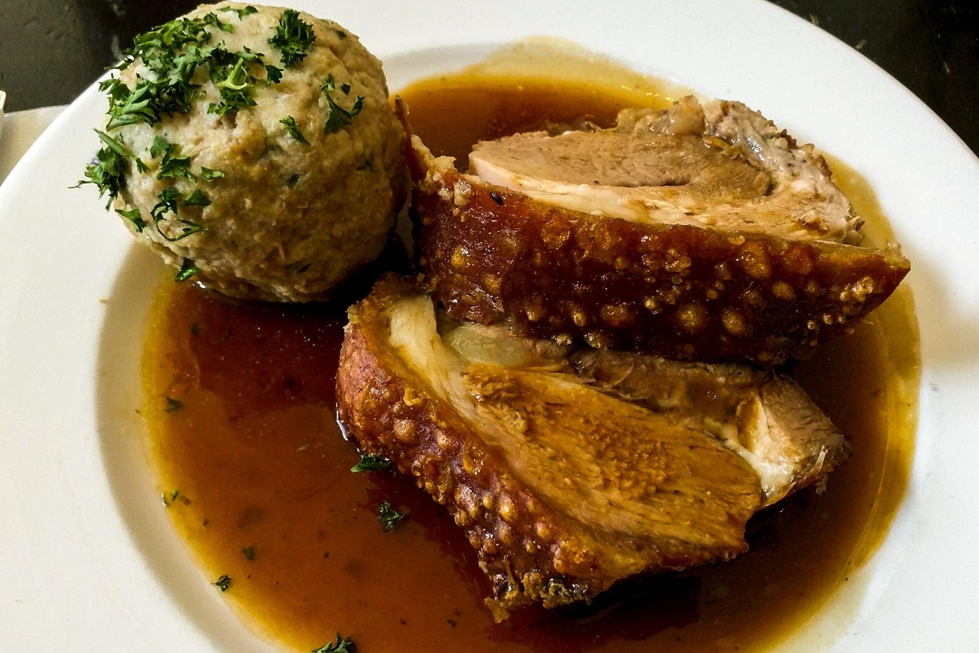 Pork shoulder & knodel (Weisses Bräuhaus)