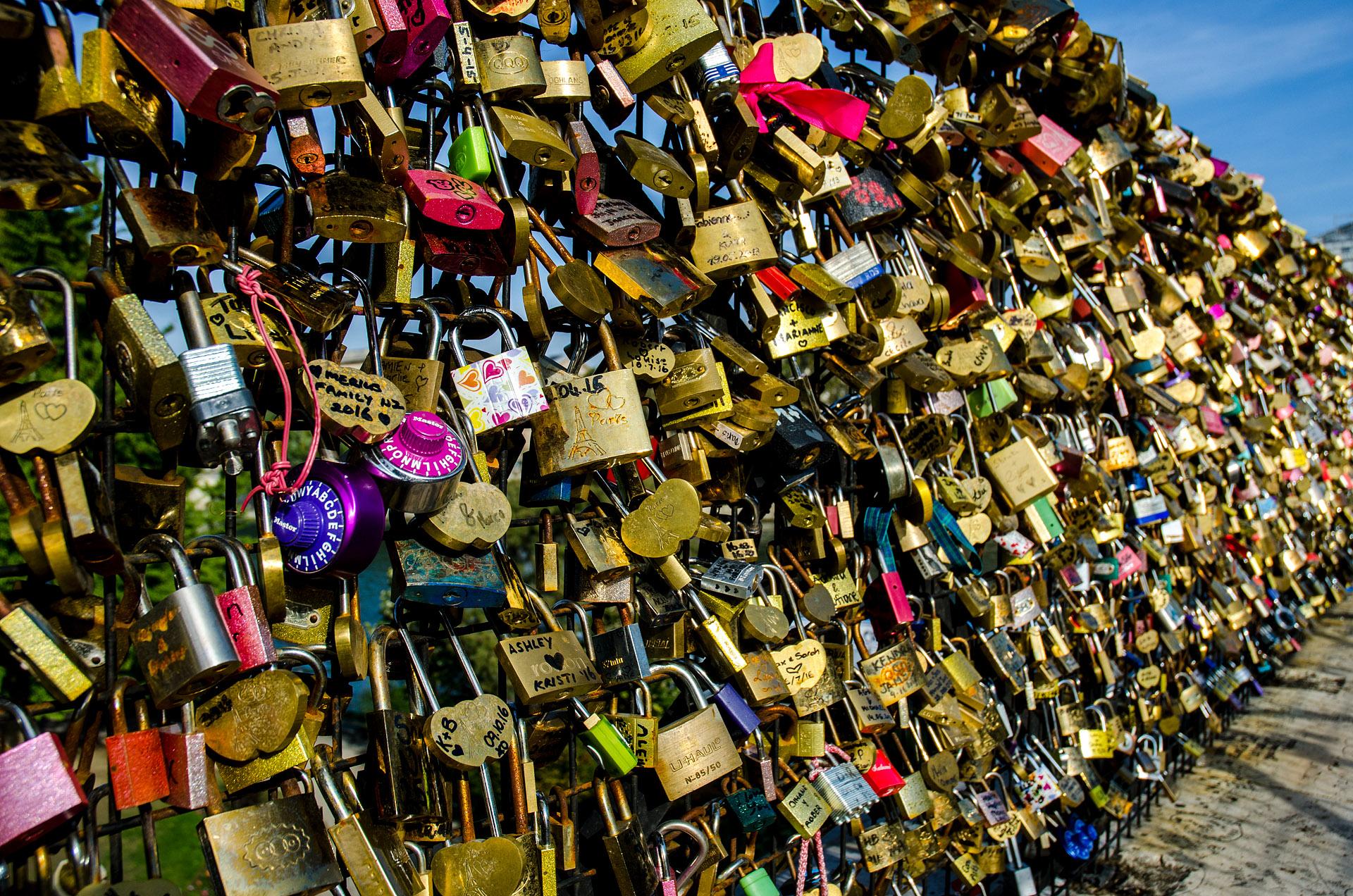 'Love locks' near Henri IV monument & Pont Neuf
