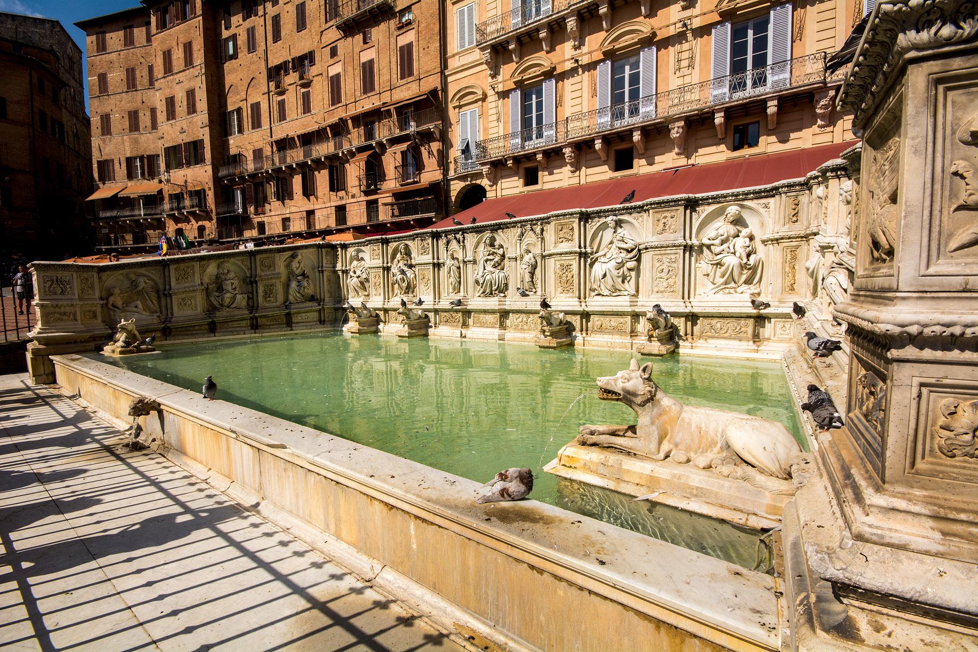 Fonte Gaia ('Fountain of the World')