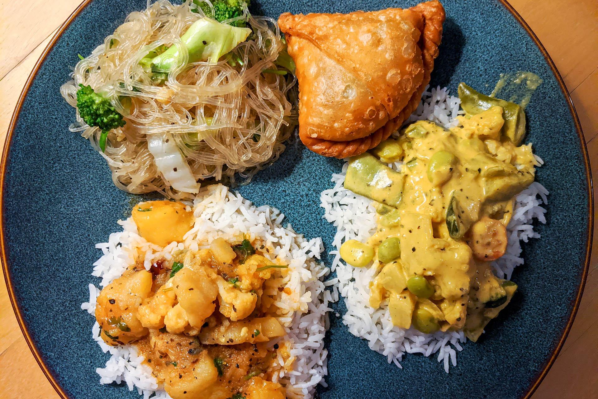 Aloo gobi, tse phing, samosa, curry
